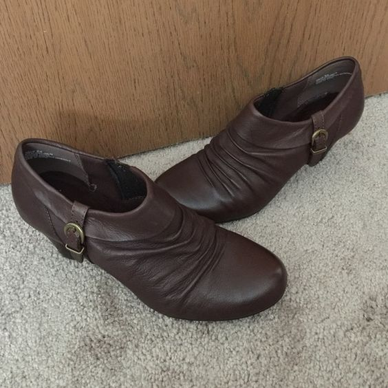 """Bare Traps brown booties size 9 NWOT Adorable Bare Traps Rallie booties. Size 9 New without box or tag. Brown ruched front with fold over and buckle detail, elastic on inside for easy slip on. Leather upper, balance made-made materials. 2 1/2"""" heel. Bare Traps Shoes Ankle Boots & Booties"""