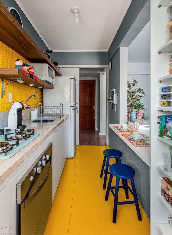 Piso tátil para deficientes visuais reveste parede de cozinha - Casa: