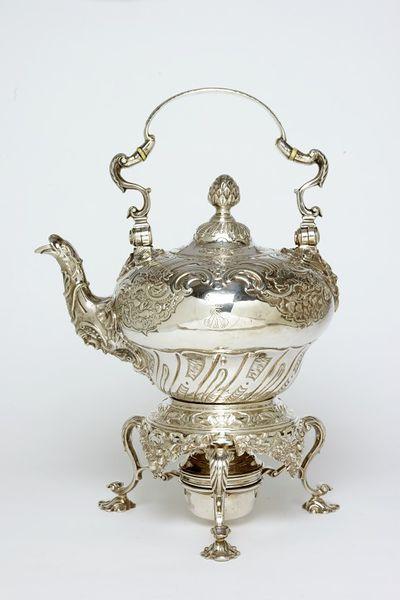 1742-1743 Chaleira inglesa em prata , Victoria and Albert Museum,Londres