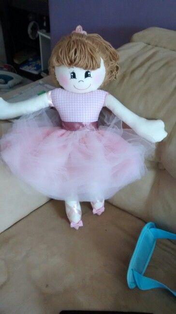 Boneca bailarina de tecido.