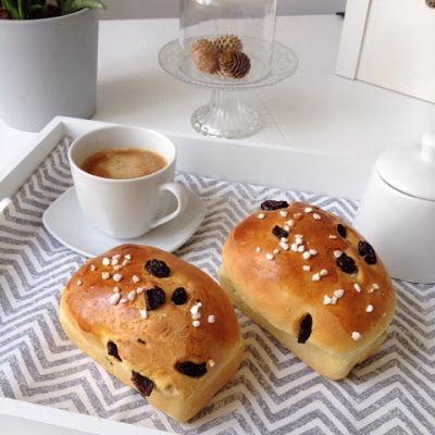 ABOUT VERENA : Cranberry-Hefe-Brötchen / Cranberry Brioche Buns