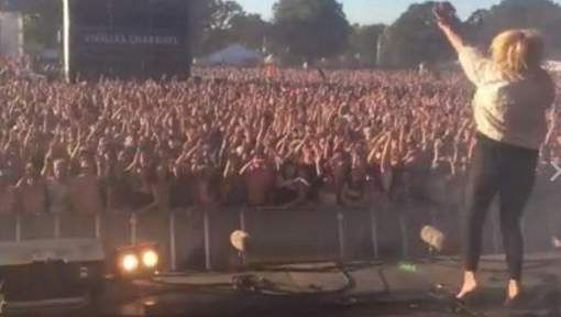 De Franse band Hyphen Hyphen, afkomstig uit de getroffen stad Nice, heeft op het Festival des Vieilles Charrues in het Franse Bretagne 20.000 mensen ...