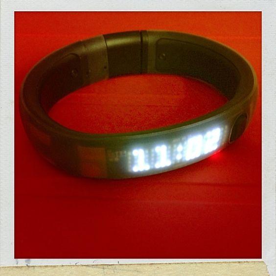 常常看時間,都常出現的人生數字 11:02,也代表11月2日吧。Nike+ Fuelband. 11:02 = PAL Code = 2 Nov