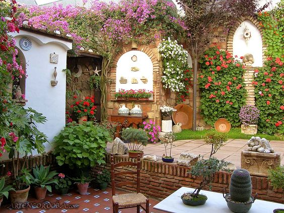 9b42c69fc787cbc11c13c58d026bac13  small courtyards garden seating - Diana Dickinson Better Homes And Gardens