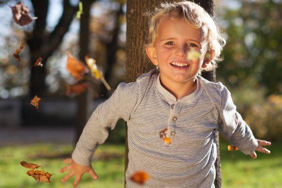 Fotoshooting im Herbst. #Laub #Kind #Junge #Herbst www.lichtverliebt.de