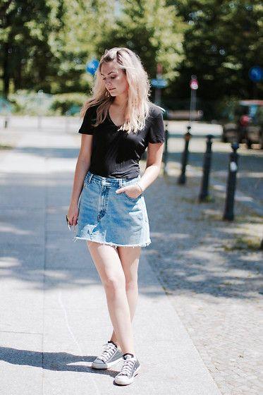 Get this look: http://lb.nu/look/8292339  More looks by Marie J.: http://lb.nu/stylebymarie  Items in this look:  H&M T Shirt, Levi's® Denim Skirt, Converse Chucks   #casual #minimal #vintage #denimskirt #levisvintage #levis #converse #chucks