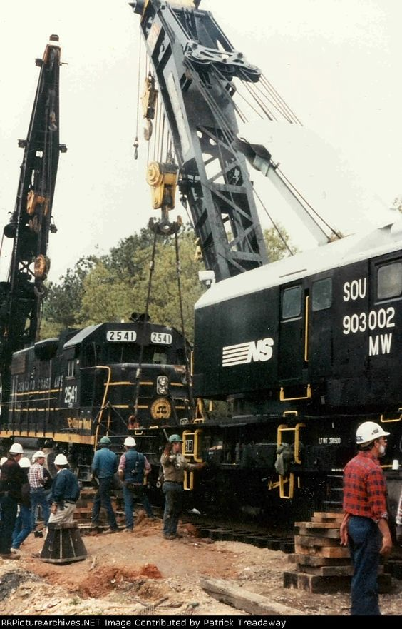 CSX 991257 and NS 903002, tight quarters for working, Bring me 4 CAT side booms any day.......