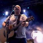 """Después de nueve años, la banda originaria de la ciudad de Boston, Pixies, compartió a través de su sitio oficial y redes sociales: """"Bagboy"""", su nuevo sencillo producido porGil Norton y grabado en Gales en octubre de 2012.La banda compartió la canción en dos formatos, en video y a través de descarga gratuita, además de …"""
