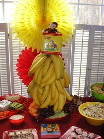 Love the centerpiece, but what to do with all the bananas? Maybe I could put them in the goody bags.