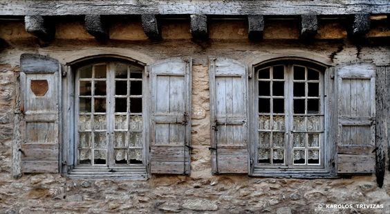 OLD VILLAGE HOUSE WINDOWS (FRANCE, SOREZE)