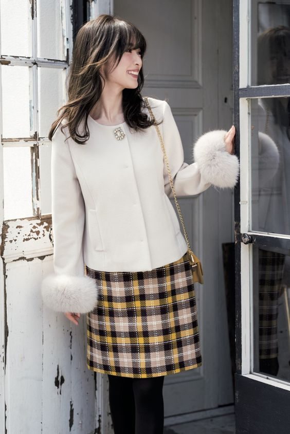チェックのスカートが可愛い泉里香さん