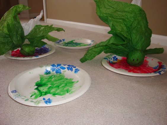 Frantic Mama: A Pinterest-type Craft Even a Frantic Mama Can Do: Tadpoles and Lilypads {www.FranticMama.blogspot.com}.