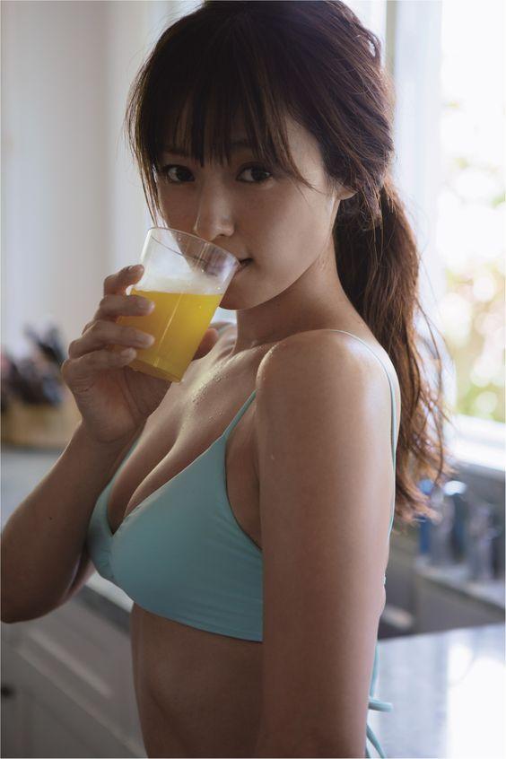 色っぽい表情の深田恭子