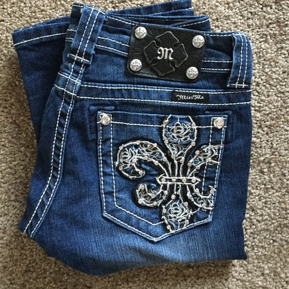 Miss Me Rosie Jeans Barely used. Good condition. Nice faded blue. 73% cotton/inseam: 34 Miss Me Jeans Boot Cut