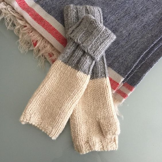 Nordstrom gloves New with tag. 88% Acrylic 9% Wool 2% Nylon 1% Spandex Nordstrom Accessories Gloves & Mittens
