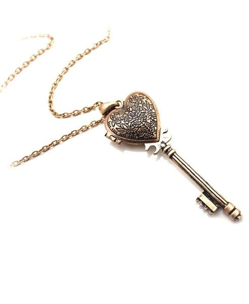 Heart and Key Pendant Necklace  $9.90  Sku: T66205040025  www.chicnova.com