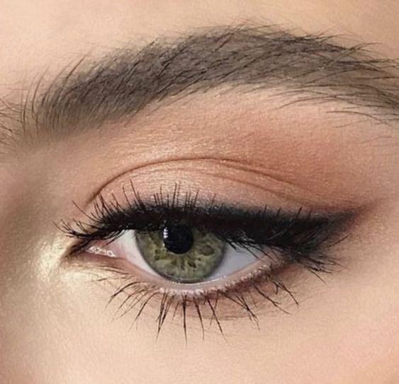 @herhappyhabits eyeliner eye makeup look eyeshadow nude neutrals shimmer photography
