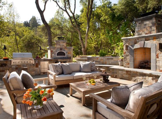 Good looking outdoor pizza oven method other metro for Traditional outdoor kitchen designs