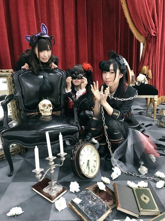 黒い衣装の小林愛香