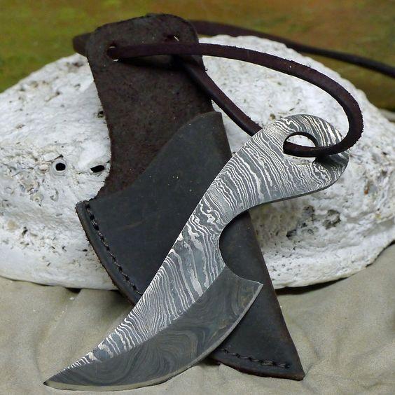 uriges neck knife Halsmesser Damaststahl 256 Lagen Mittelalter Handgeschmniedet in Sport, Camping & Outdoor, Werkzeug | eBay