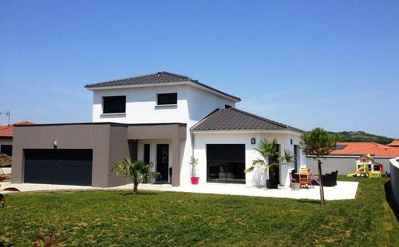maison contemporaine avec menuiseries anthracites et extension toit plat