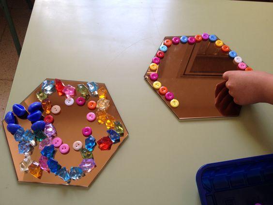 Composicions damunt miralls fetes per infants de 4 anys.