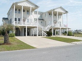 4 Bed/3+ Ba duplex in Gated community; quiet, exclusive, relaxing, family.