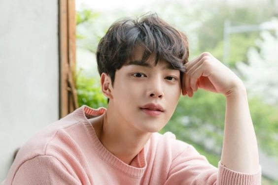 "Song Kang Talks About Hopes For 2nd Season Of ""Love Alarm,"" How He Became An Actor, And More"