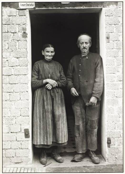 August Sander 'Farming Couple', c. 1932, printed 1990 © Die Photographische Sammlung/SK Stiftung Kultur - August Sander Archiv, Cologne; DACS, London, 2014.