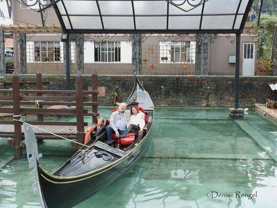 Em Nova Veneza, conhecer uma legítima gondola italiana, presente dado pelo governo italiano.