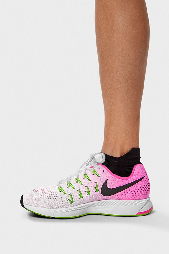 The Nikewomen Air Zoom Pegasus 33 Women S Running Shoe Is The Latest Update To The Pegasus Legacy The Updated Sole Absorbs Impac Chaussures De Marque Chaussure