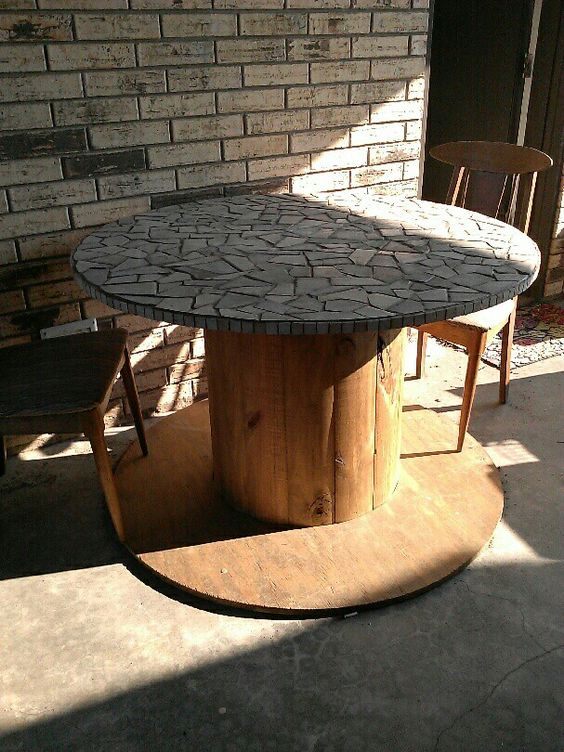 Wire spool mosaic tables and mosaics on pinterest for Large wooden spools used for tables