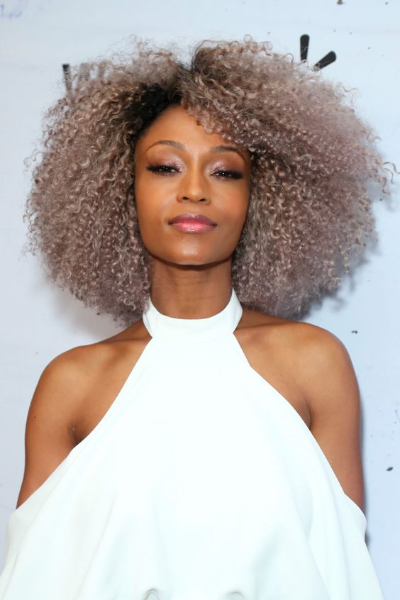 Yaya DaCosta attends the 2019  Essence Black Women In Hollywood Awards Luncheon