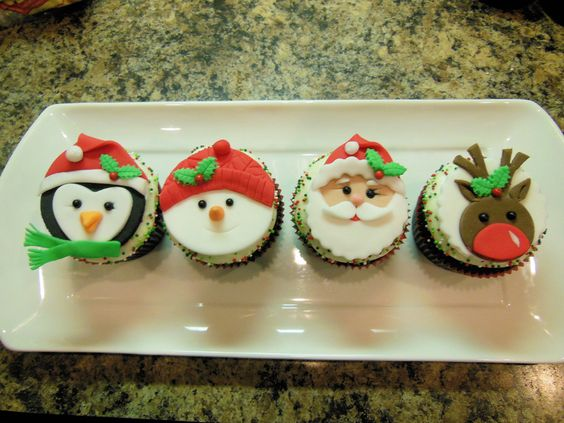 Christmas Cupcakes - by Ellie1985 @ CakesDecor.com - cake decorating website