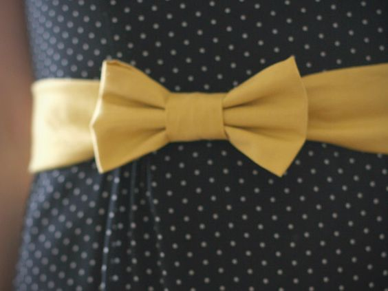 DIY bow belt - SO doing this :)