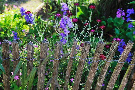 Cl ture ganivelle en ch taignier ganivelles jardin pinterest - Cloture chataignier en rouleau ganivelle ...