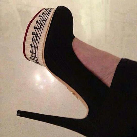 Tá. Não sou apaixonada por sapatos de salto alto mas me encantei por este *---*