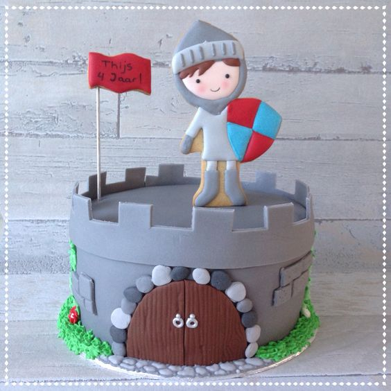 Knight and castle cake Ridder taart