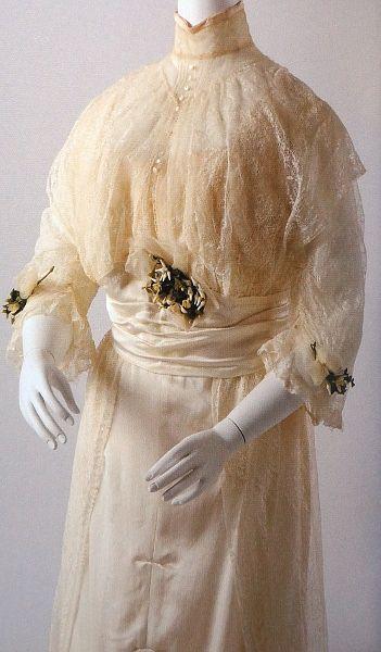 Wedding dress, Vienna 1910 _____________________ Brautkleid @ Wien Museum