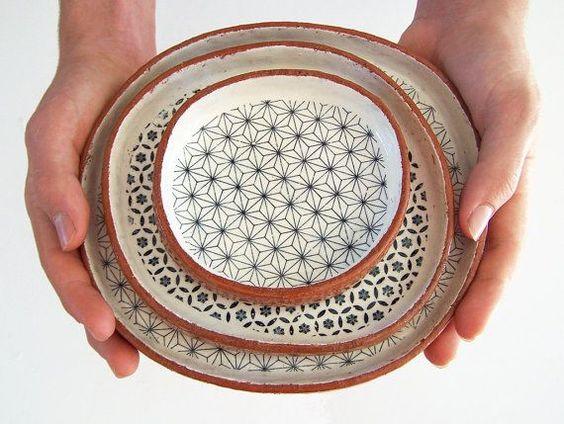 Set de tres platos de Tapas hechas a mano - placa de cerámica Set - geométrica - cerámica placas - cerámica y alfarería - hechas por encargo