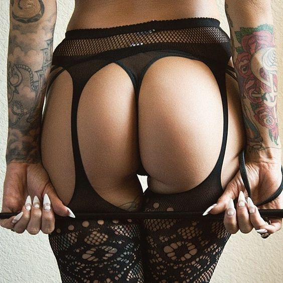 Butt in Black @rebelcircus #rebelcircus #tattooedgirls #girlswithtattoos #beautiful #babeswithink #inked #allblack @queenofblood