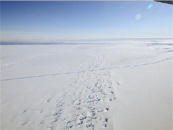 NASA shares virtual fly through of crack across Antarctica's Pine Island Glacier