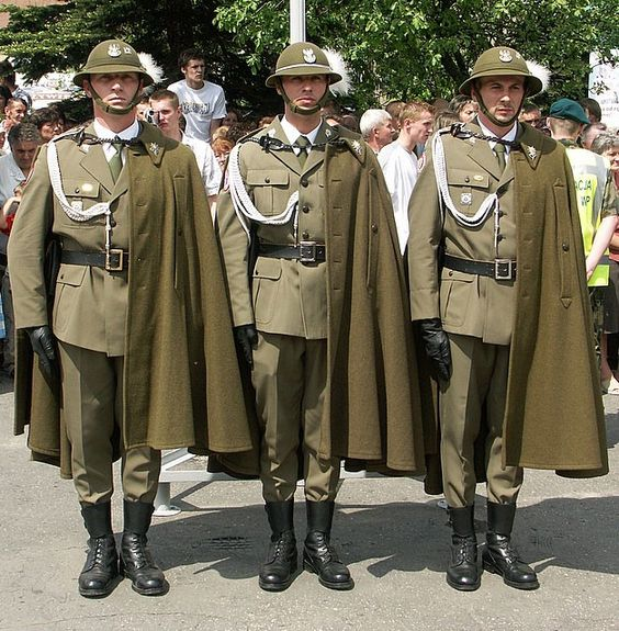 Modern day polish army podhale rifles uniform world 39 s for Best dress shirts in the world