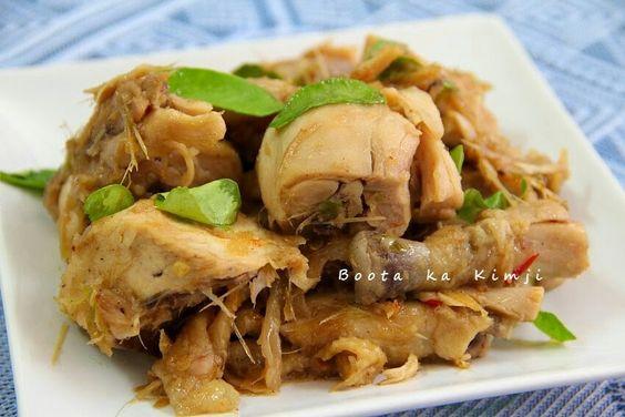 ไก่คั่วตะไคร้หอมๆ ไก่ต้ม  ใบมะกรูด พริกขี้หนู + กระเทียม + ตะไคร้ ตำรวมกันค่ะ  ปรุงรสด้วย น้ำซุป น้ำจิ้มไก่ ซอสหอยนางรม ซีอิ้วขาวเห็ดหอม และพริกไทย      1. นำไก่ต้มมาหั่นเป็นชิ้นๆ  2. ใบมะกรูด และพริกขี้หนู + กระเทียม + ตะไคร้ ตำรวมกันค่ะ  3. ตั้งน้ำมันให้ร้อน ใส่พริกขึ้หนู+กระเทียม+ตะไคร้ ลงไปผัดให้หอมๆ ก่อน  4. พอเครื่องเริ่มหอม ใส่ไก่ตามลงไปค่ะ  5. เติมน้ำซุปลงไปหน่อย ปรุงรสด้วยน้ำจิ้มไก่ ซอสหอยนางรม ซีอิ้วขาวเห็ดหอม และพริกไทย  6. ผัดจนน้ำงวดแห้งลง ใส่ใบมะกรูด ผัดให้เข้ากัน…