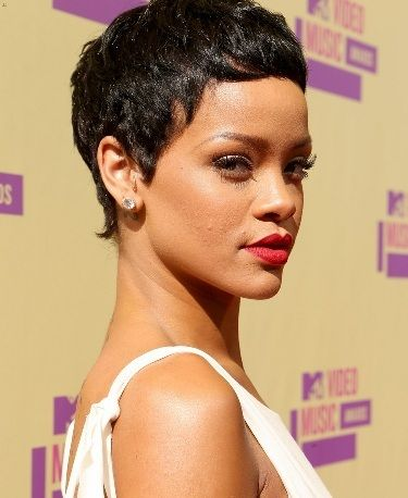 Hair is chopped off! Rihanna at the 2012 VMA's