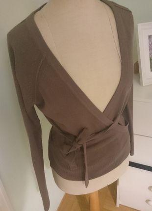 Kaufe meinen Artikel bei #Kleiderkreisel http://www.kleiderkreisel.de/damenmode/cardigans/87599966-brauner-wickelcardigan-von-hm