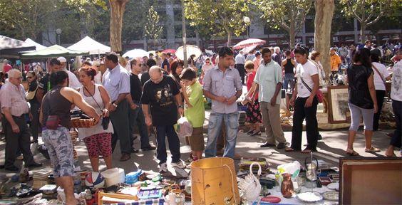 El rastro de Valencia en la plaza de Luis Casanova - http://www.absolutvalencia.com/el-rastro-de-valencia/