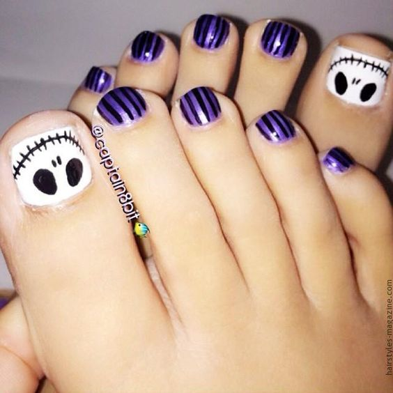 skeleton on toe nails Awesome Halloween Toe Nail Art Designs For Horror Junkies!