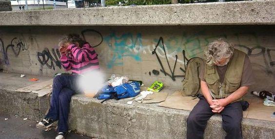 KRIMI PLZEŇ. Krimi zprávy z Plzně i regionu Plzeň. Krádeže, vloupání, přepadení, vraždy, násilné trestné činy, podvody, trestné činy, zpronevěra, ublížení na zdraví, znásilnění, vyhýbání se vězení a trestu, odhalování drogových výrobců, stíhání drogových dealerů.  Strážníci se opět v Plzni zabývali několika bezdomovci