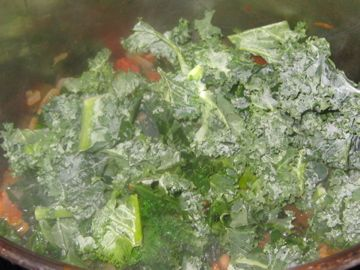 Black-Eyed Pea and Kale Chili with Monterey Jack Cheese
